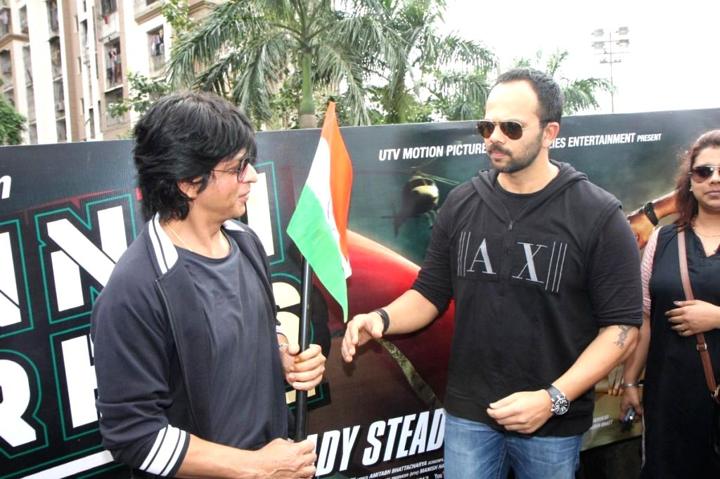 Bollywood actor Shahrukh Khan and filmmaker Rohit Shetty celebrates 67th Independence Day with fans while promoting their film Chennai Express in Mumbai on August 15, 2013. (Photo::: IANS) - Rohit Shetty
