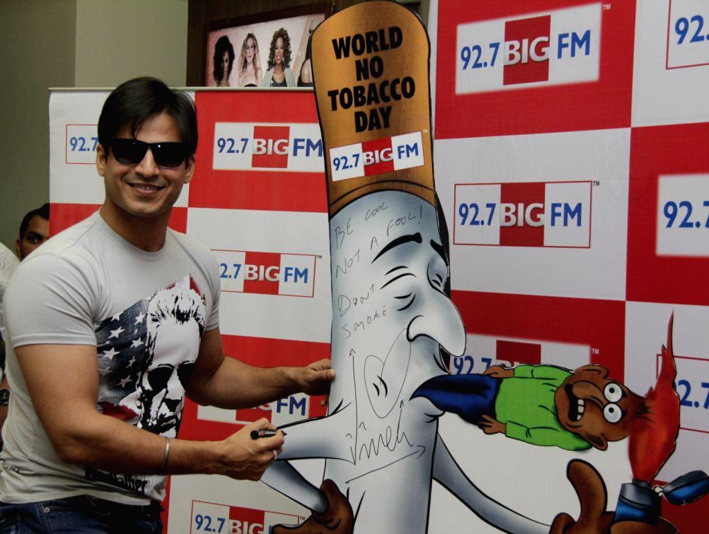 Bollywood actor Vivek Oberoi flag Off `Cigarette Bhujao Life Banao` campaign on `World No Tobacco Day` at 92.7 BIG FM Studio.