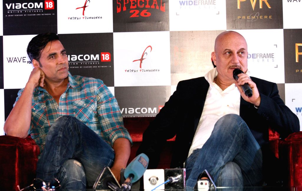 Akshay Kumar and Kajal Aggarwal at the press conference of