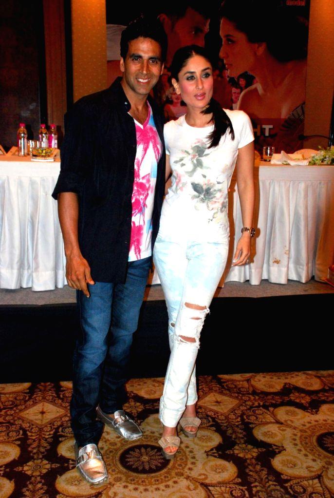 """Bollywood actors Akshay Kumar and Kareena Kapoor at the press meet of their upcoming film """"Kambakht Ishq"""" in Mumbai. . - Akshay Kumar"""
