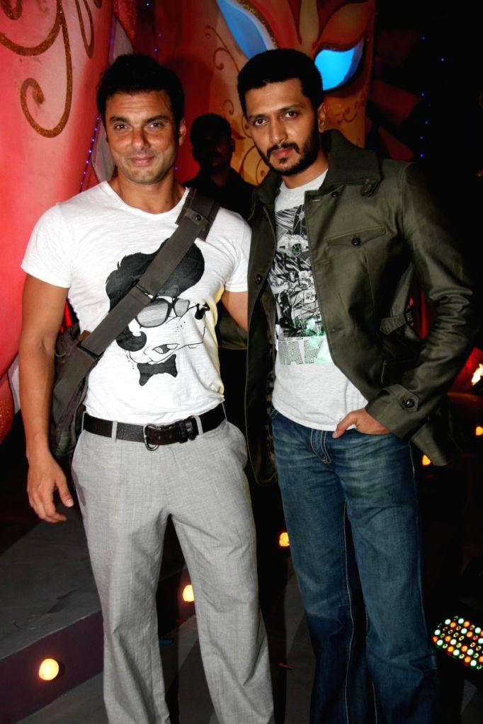 Bollywood actors Arbaaz Khan and Riteish Deshmukh at the Gladrags Mega Model Hunt 2009 finals held in Mumbai Sunday.