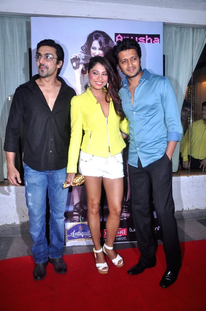 Bollywood actors Ashish Chowdhry and Riteish Deshmukh during Anusha Dandekar`s  album launch `Better Then Your EX` in Tryst, Mumbai. - Ashish Chowdhry and Riteish Deshmukh