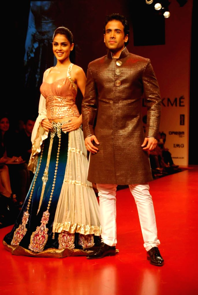 Bollywood actors Genelia D'Souza and Tusshar Kapoor at the ramp for Designer Manish Malhotra at the Lakme Fashion week 2009. - Genelia DSouza