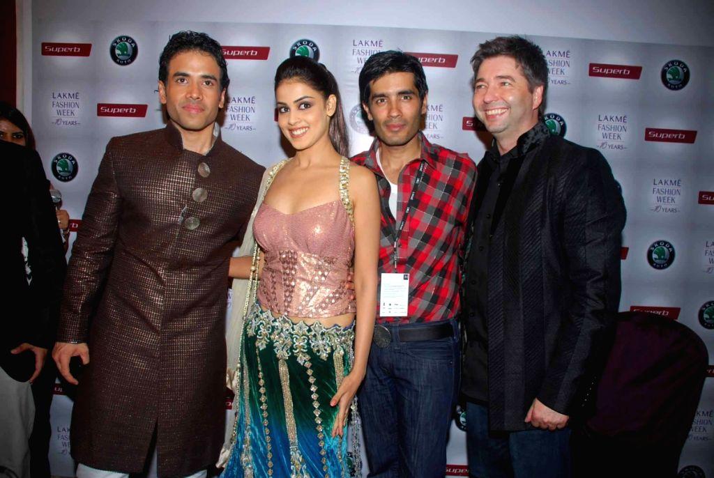 Bollywood actors Genelia D'Souza and Tusshar Kapoor with designer Manish Malhotra at the Lakme Fashion week 2009. - Genelia DSouza