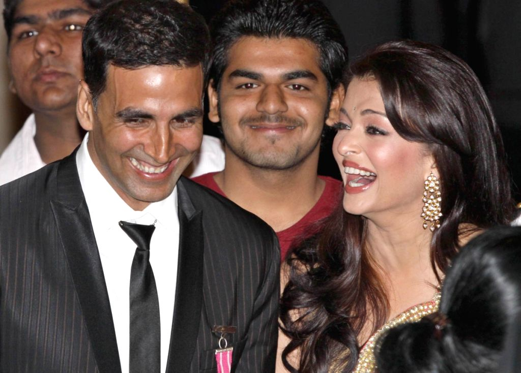 Bollywood actress Aishwarya Rai Bachhan and actor Akshay Kumar  during Padma Awards ceremony at Rashtrapati Bhawan in New Delhi on Tuesday. - Aishwarya Rai Bachhan and Akshay Kumar