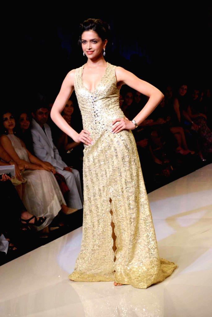 Bollywood actress Deepika Padukone on the ramp for 'Mai Mumbai' Show at Lakme fashion week 2009. - Deepika Padukone