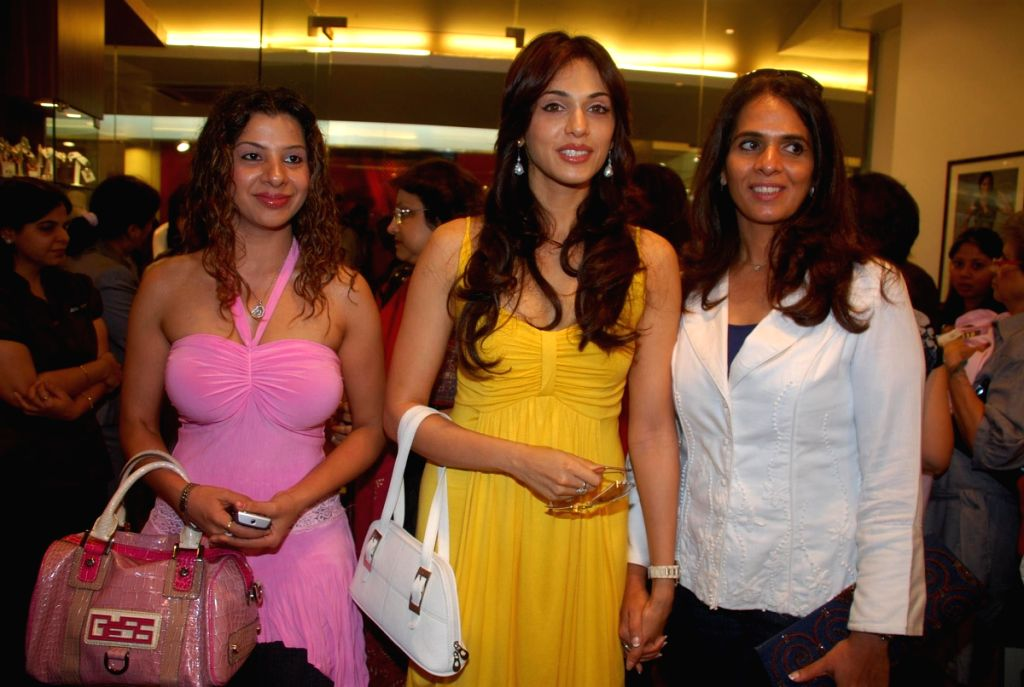 Bollywood actress Eesha Koppikhar at fashion designer Anita Dongres's new collection launch. - Eesha Koppikhar