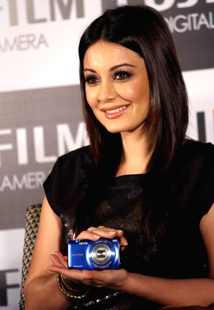 High Quality Bollywood Celebrity Pictures: Minissha Lamba