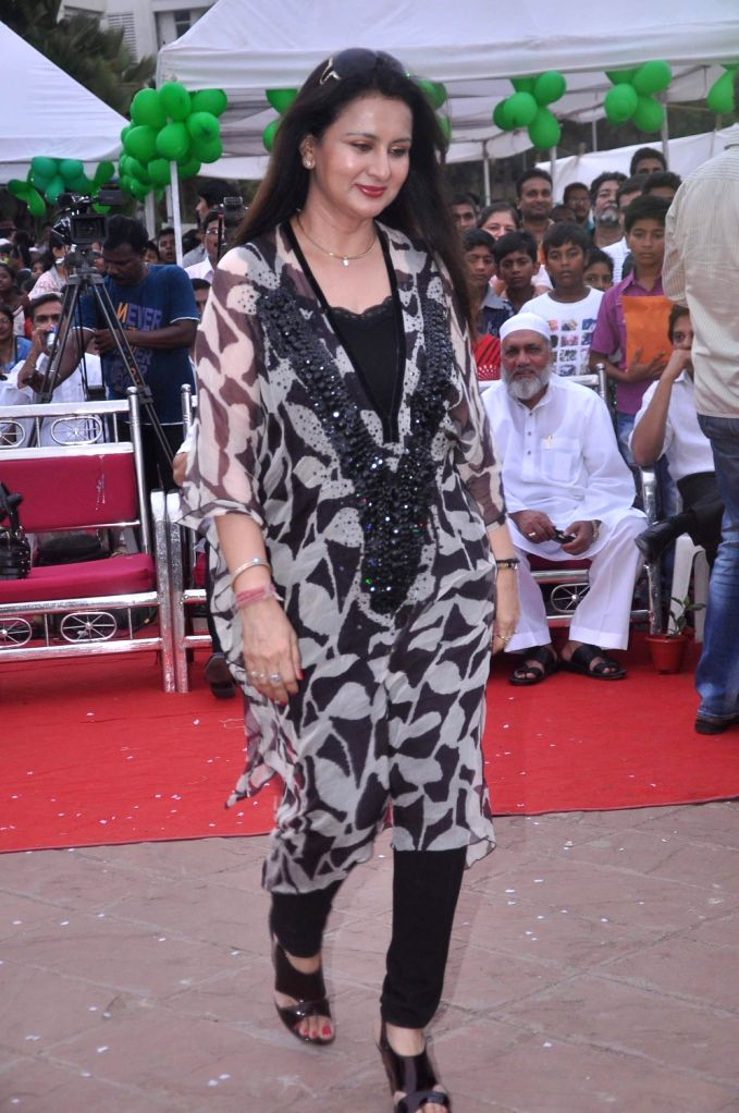Bollywood actress Poonam Dhillon at world environment day celebrations in Mumbai. - Poonam Dhillon