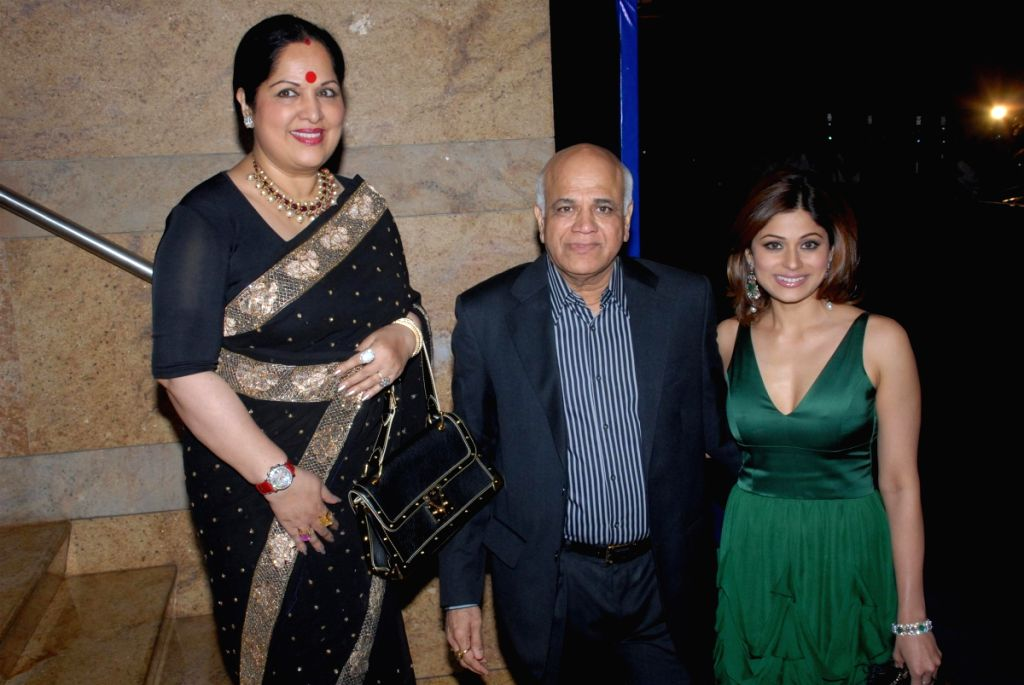 Bollywood actress Shamita Shetty with her parents at the Rajasthan Roshan bash. - Shamita Shetty