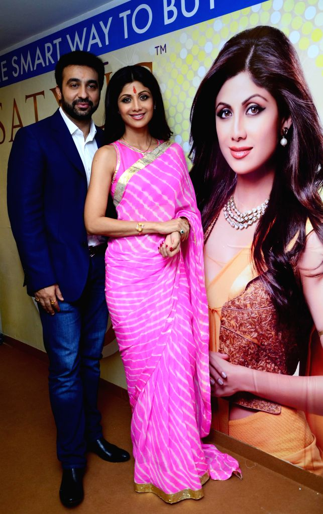 Bollywood actress Shilpa Shetty with husband Raj Kundra during the launch of Satyug Gold outlet in Jaipur on Sept. 6, 2014. - Shilpa Shetty and Raj Kundra