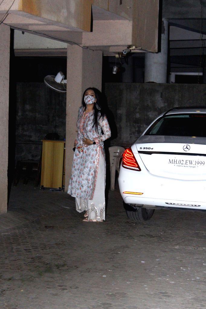 Bollywood Actress Sonakshi Sinha Snapped at Bhansali's office on  25 jan 2021. - Sonakshi Sinha Snapped