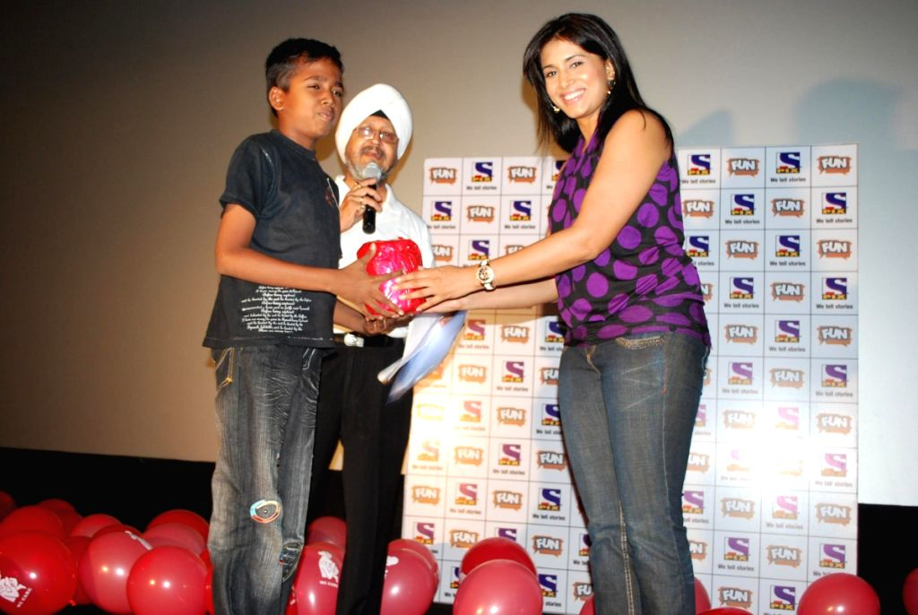 "Bollywood actress Sonali Kulkarni at Fun Cinemas for the screening of the movie ""Monsters vs Aliens"" for ""Thalassemia"" cause. - Sonali Kulkarni"