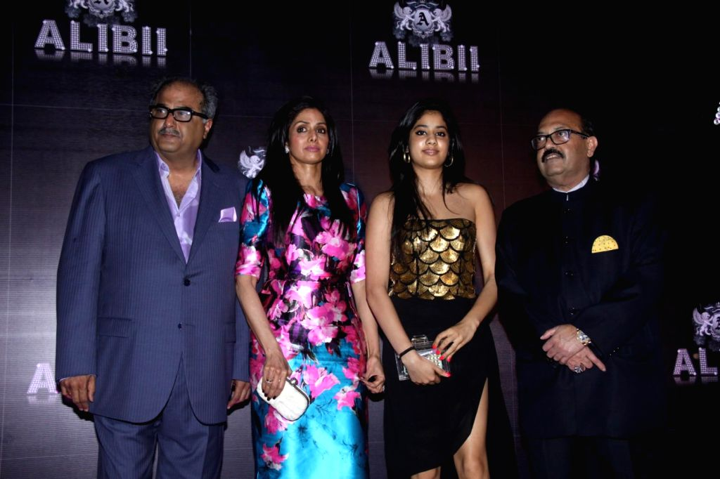 Bollywood actress Sridevi with daughter Jahnavi, husband Boney Kapoor and Politician Amar Singh during the celebration of her 50th birthday in Mumbai on August 17, 2013. Filmmaker Boney Kapoor has ... - Amar Singh and Kapoor