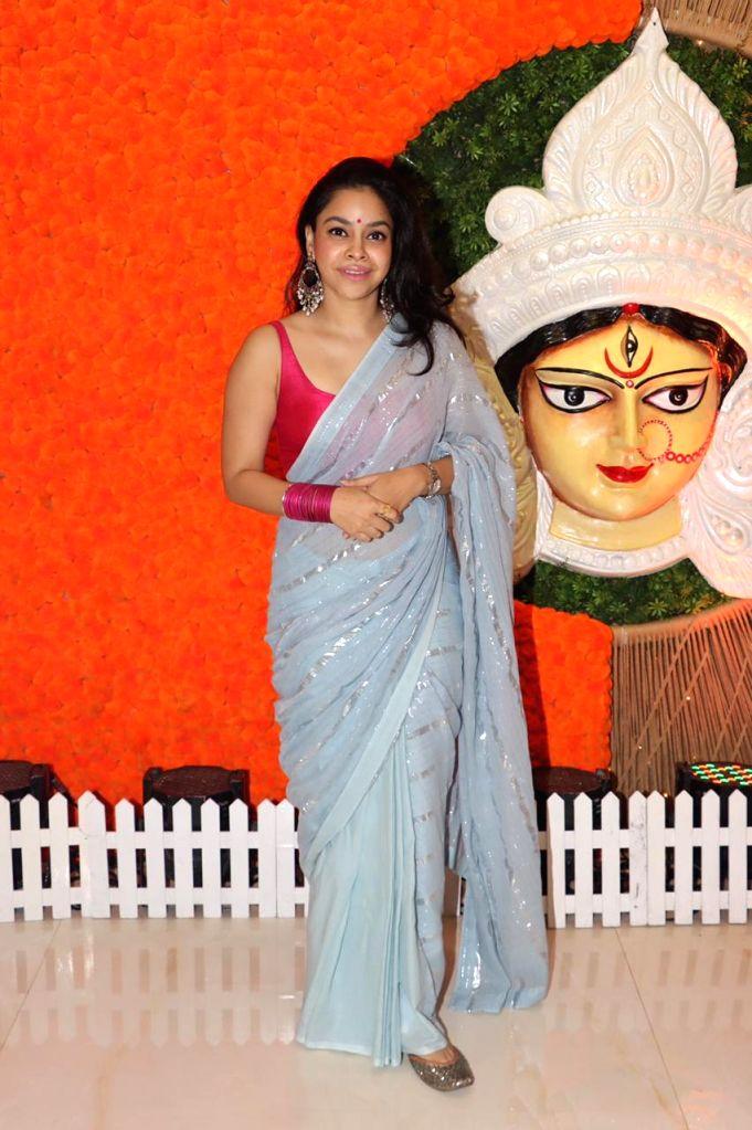 Bollywood Actress Sumona Chakravarty At North Bombay Durga Puja Samiti on the occasion of Maha Navami in Mumbai on Thursday October 14, 2021. - Sumona Chakravarty A