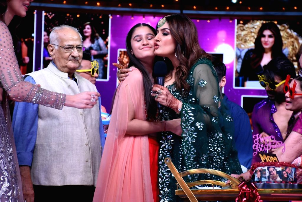 "Bollywood actress was all emotional when her family turned out on the set of a dance reality show she judges, to celebrate her birthday. She said this is her ""best birthday ever"". She was surprised when she saw that her whole family, including her pa"