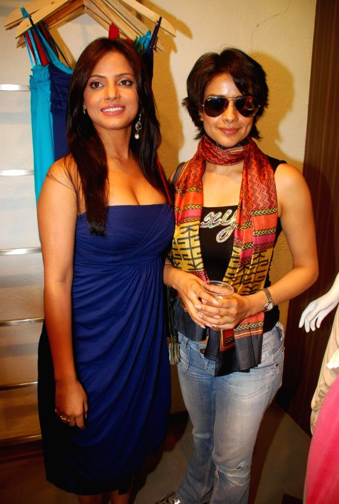 Bollywood actresses Neetu Chandra and Gul Panag at fashion designer Anita Dongres's new collection launch. - Gul Panag