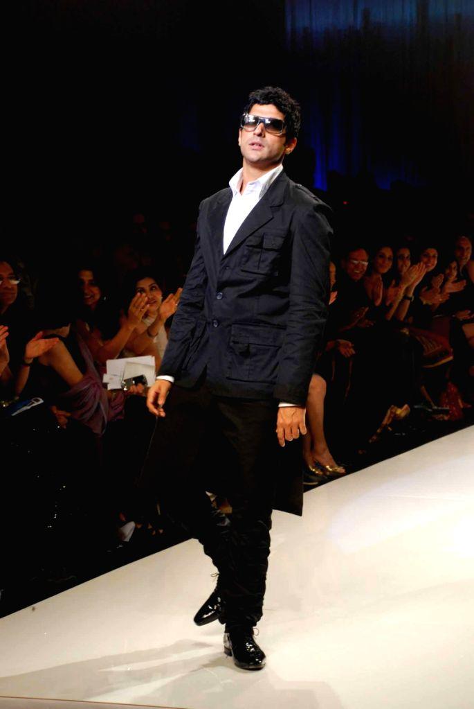 Bollywood filmmaker and actor Farhan Akhtar on the ramp for 'Mai Mumbai' Show at Lakme fashion week 2009. - Farhan Akhtar