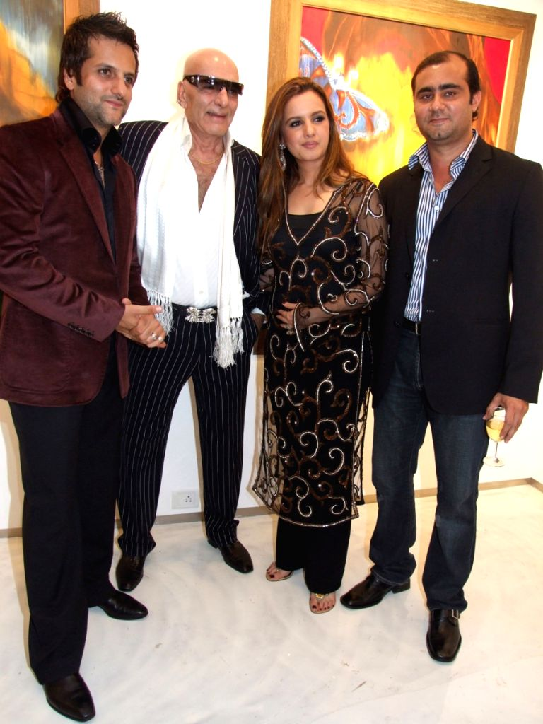 Bollywood's all time style icon Feroz Khan with son Fardeen (on left) and daugther Laila and son-in-law Rohit Rajpal at a function (on right).