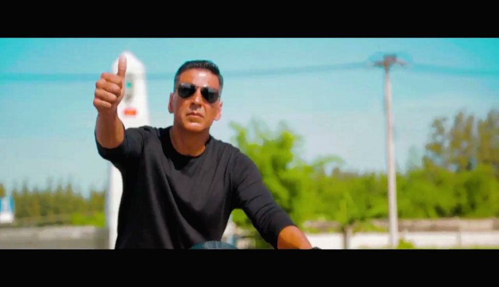 """Bollywood's 'Khiladi' Akshay Kumar on Monday gave fans a behind the scenes glimpse of the high-octane and """"unadulterated"""" action to expect from Rohit Shetty's """"Sooryavanshi"""". (Photo: Twitter/@akshaykumar) - Akshay Kumar and Rohit Shetty"""