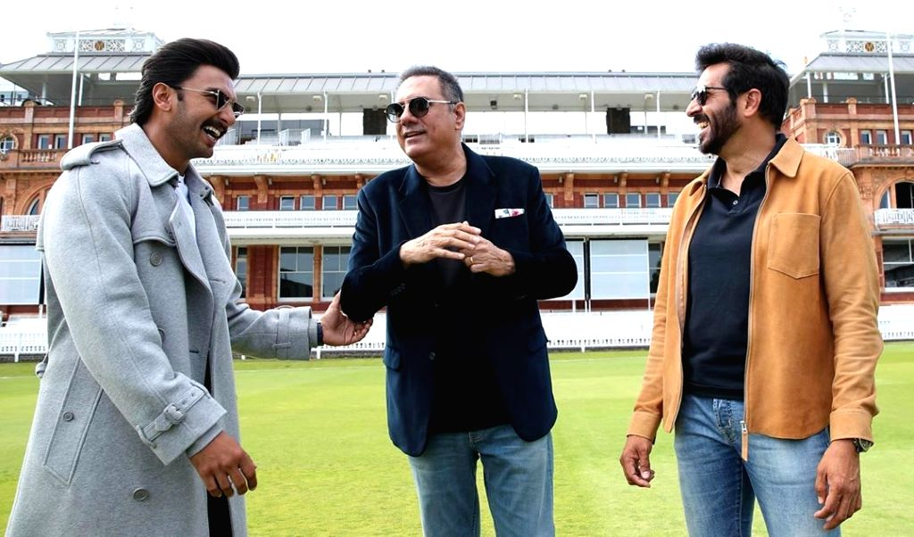 Bollywood's livewire star Ranveer Singh has praised Boman Irani, whom he called one of the finest actors and a colossal talent. Ranveer on Tuesday shared on Instagram a string of photographs of ... - Kabir Khan, Ranveer Singh and Boman Irani