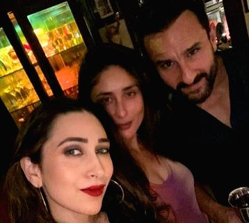 Bollywood's star couple, Saif Ali Khan and Kareena Kapoor Khan celebrated their seventh wedding anniversary with their family members. - Saif Ali Khan and Kareena Kapoor Khan