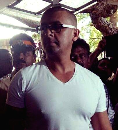 Bollywood singer Sonu Nigam shaves off his head after accepting headlong a challenge by a West Bengal cleric's fatwa offering Rs.10 lakhs to shave off his head, in Mumbai on April 19, 2017. - Sonu Nigam