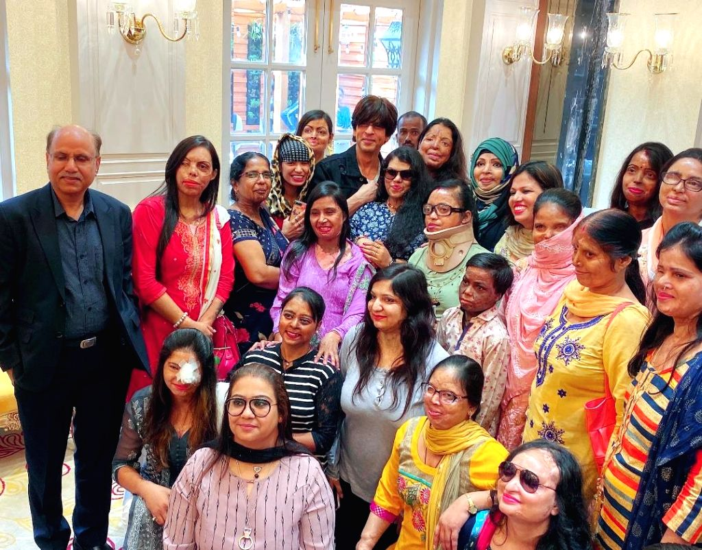 Bollywood superstar Shah Rukh Khan's non-profit organisation Meer Foundation is currently helping with the treatment of 120 acid attack victims. Shah Rukh Khan took to Instagram on Friday afternoon and shared a picture where he can be seen posing w - Rukh Khan