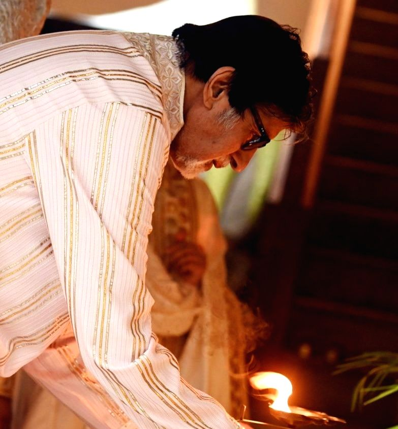 """Bollywood veteran Amitabh Bachchan has thanked fans for their wishes on the festive occasions of Diwali and Bhai Dooj. The megastar took to his blog to express gratitude to fans and wrote: """"On the auspicious day of 'bhai dooj'.. - Amitabh Bachchan"""