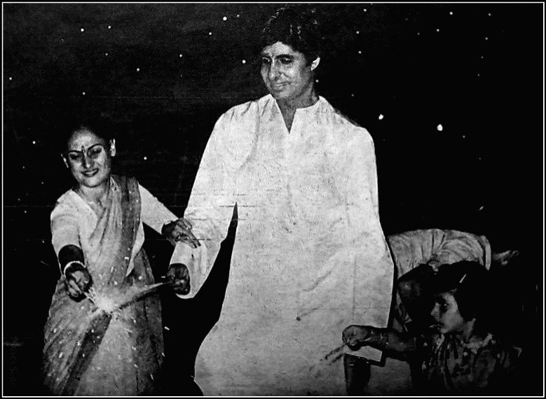 Bollywood veteran Megastar Amitabh Bachchan has posted two throwback Diwali photographs of himself on social media, and the fans are simply loving it. In the first photograph, Big B is seen with daughter Shweta as a little girl, where she is burning  - Megastar Amitabh Bachchan