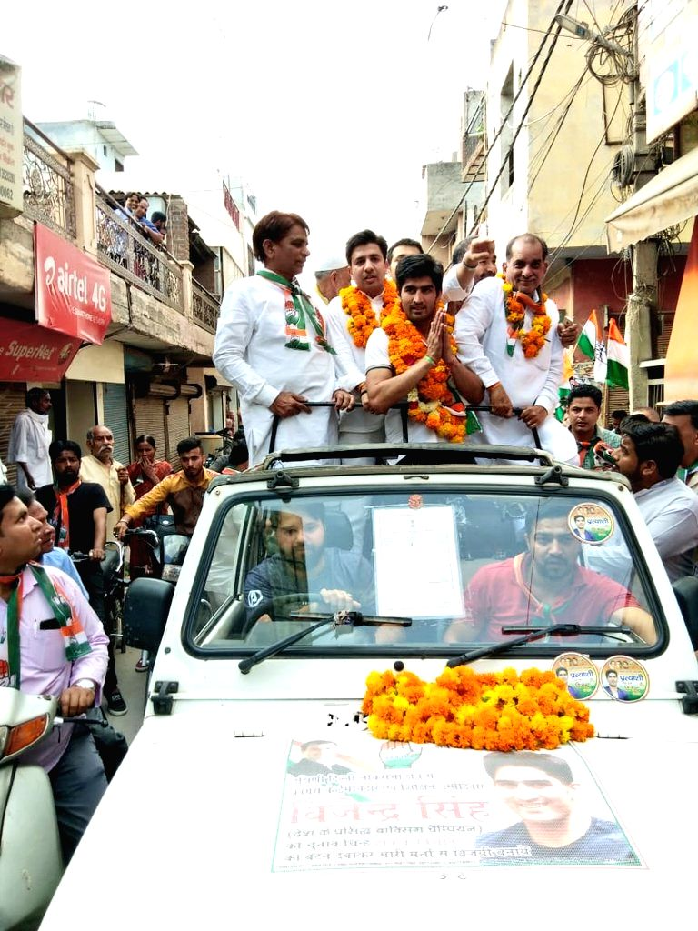Boxer and Congress candidate from South Delhi Lok Sabha constituency, Vijender Singh during election campaign in New Delhi on April 30, 2019. - Vijender Singh