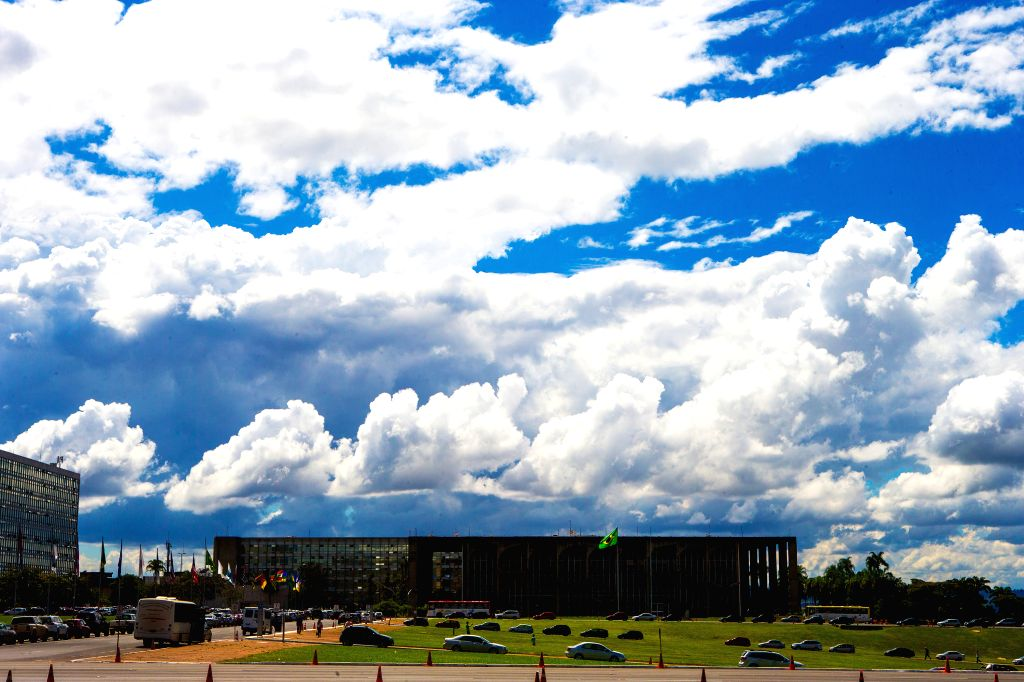 Photo taken on April 25, 2014 shows the cloud in Brasilia, capital of Brazil. Seated on the Goias plateau, the city enjoys a ever-changing scenery of cloud.