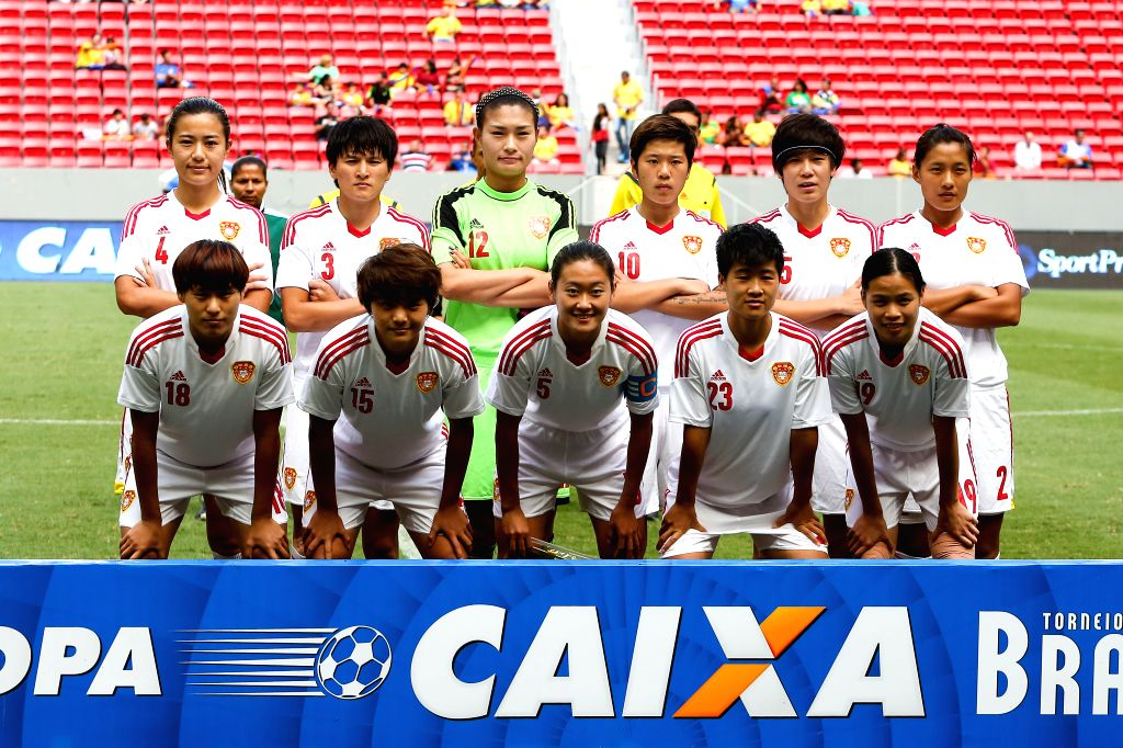 China's players line up prior to a match between China and Argentina of the 2014 International Women's Football Tournament of Brasilia in Brasilia, capital of ...