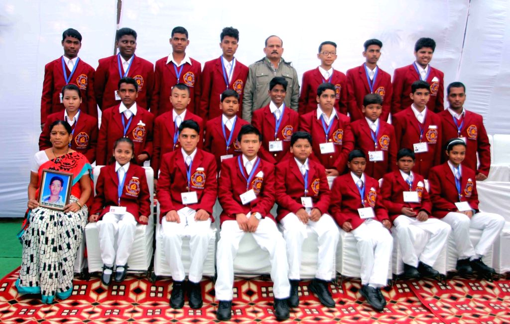 Bravery award winners during a Delhi Government programme in New Delhi, on Jan 18, 2016.
