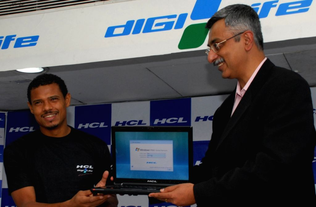 Brazlian player Jose Ramirez Barreto and Gorge Paul executive vice President - Marketing, HCL Infosystems ltd at  lunching pogram of HCL's powerful laptop in Kolkata on wednesday 29Apr 09.