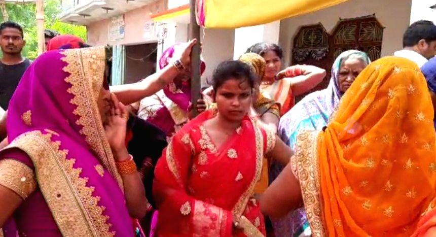 Bride refuses to marry drunk groom.