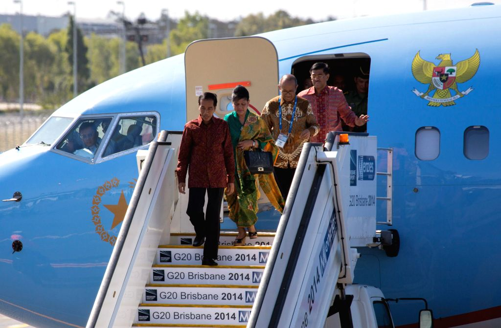 Indonesian President Joko Widodo (front) arrives at Brisbane Airport to attend the G20 Summit in Brisband, Australia, Nov. 14, 2014.