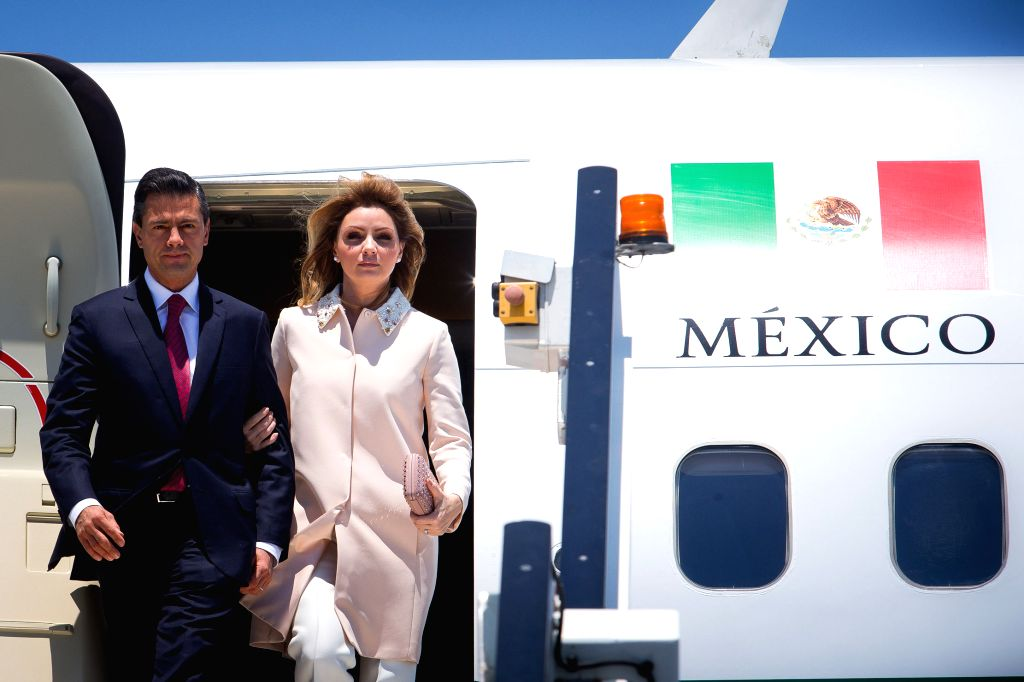 Mexican President Enrique Pena Nieto (L) arrives at Brisbane Airport to attend the G20 Summit in Brisband, Australia, Nov. 14, 2014.