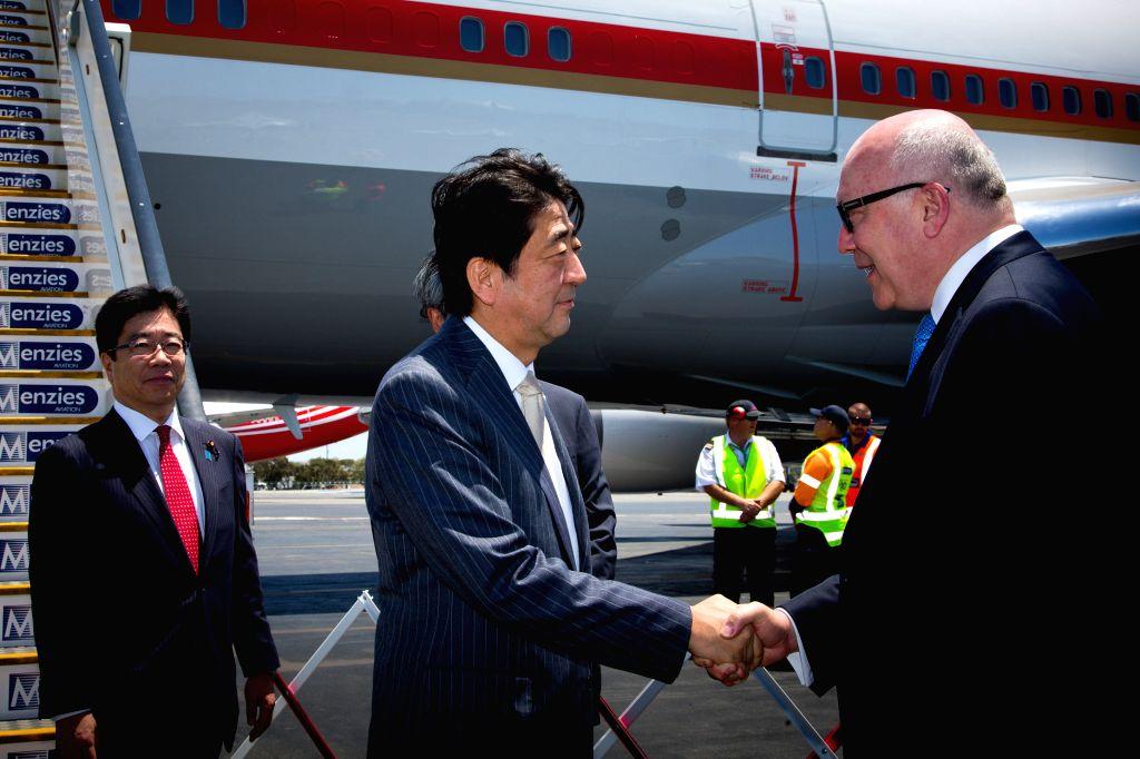Japanese Prime Minister Shinzo Abe (C) arrives at Brisbane Airport to attend the G20 Summit in Brisband, Australia, Nov. 14, 2014. - Shinzo Abe