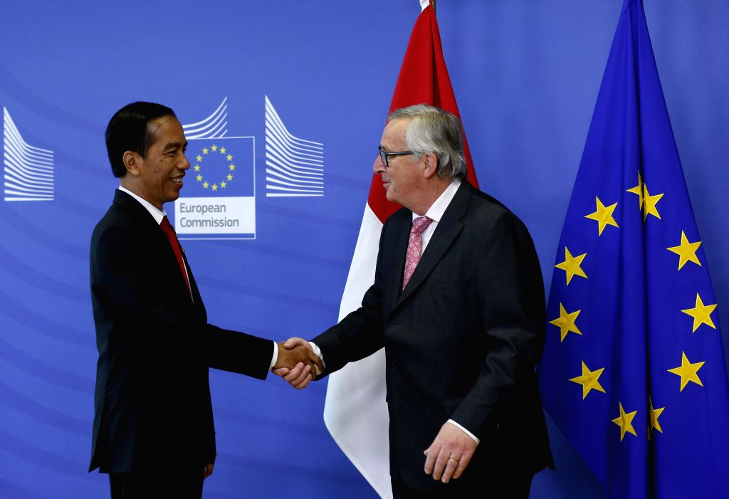 BRUSSELS, April 21, 2016 - European Commission President Jean-Claude Juncker (R) shakes hands with visiting Indonesian President Joko Widodo at EU Council headquarters in Brussels, Belgium, on April ...