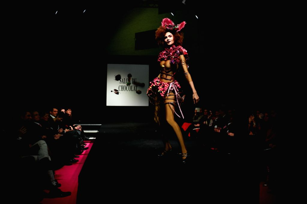BRUSSELS, Feb. 22, 2019 - A model displays a chocolate dress during the opening show of the 6th Brussels Chocolate Salon in Brussels, Belgium, Feb. 21, 2019. The 6th Brussels Chocolate Salon (Salon ...