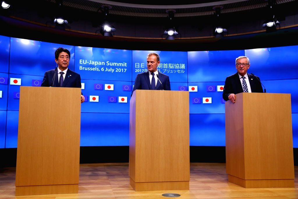 BRUSSELS, July 6, 2017 - European Council President Donald Tusk (C), European Commission President Jean-Claude Juncker (R) and Japanese Prime Minister Shinzo Abe attend a joint press conference after ... - Shinzo Abe