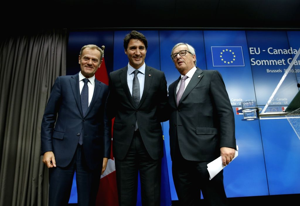 BRUSSELS, Oct. 30, 2016 - Canadian Prime Minister Justin Trudeau (C), European Council President Donald Tusk (L) and European Commission President Jean-Claude Juncker pose for pictures after the ... - Justin Trudeau