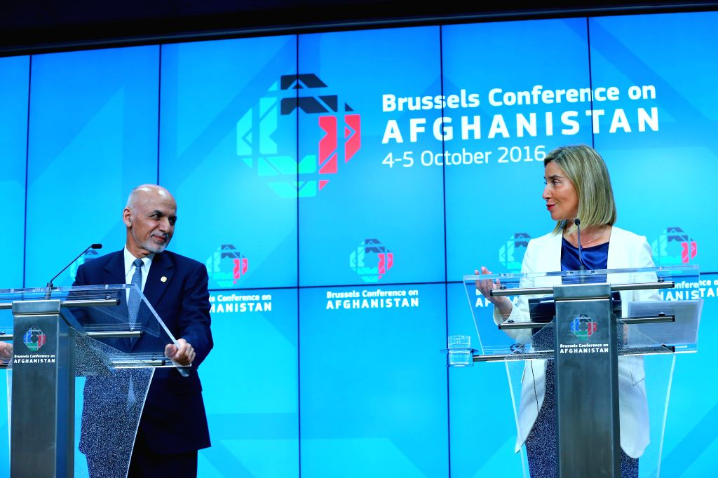 BRUSSELS, Oct. 6, 2016 - Afghan President Ashraf Ghani (L) and Federica Mogherini, High Representative of the European Union for Foreign Affairs and Security Policy, attend a press conference after a ...