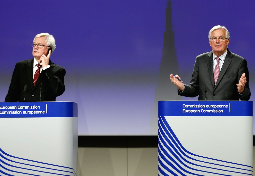 BRUSSELS, Sept. 28, 2017 - Britain's Brexit Secretary David Davis (L) and European Union chief negotiator Michel Barnier attend a press conference at the end of the fourth round of Brexit talks at ...