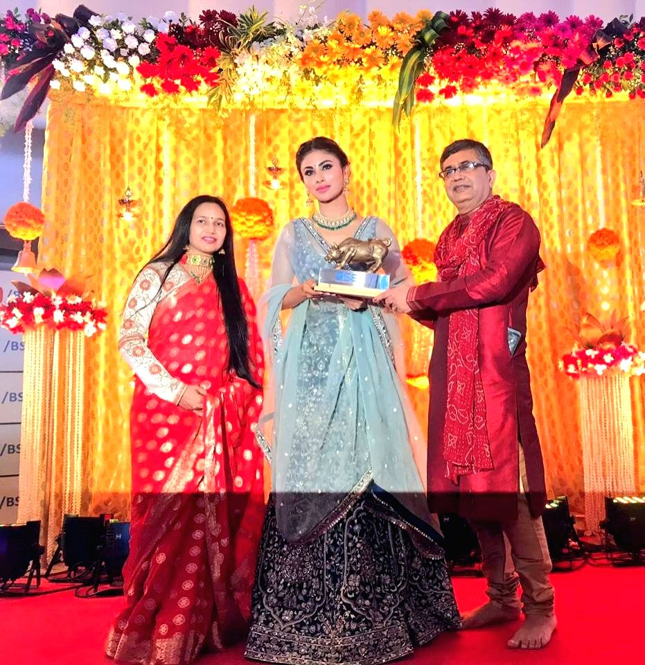 BSE's MD and CEO Ashish Chauhan presents a memento to actress Mouni Roy on the occasion of Diwali at Bombay Stock Exchange in Mumbai on Oct 27, 2019. - Mouni Roy and Ashish Chauhan