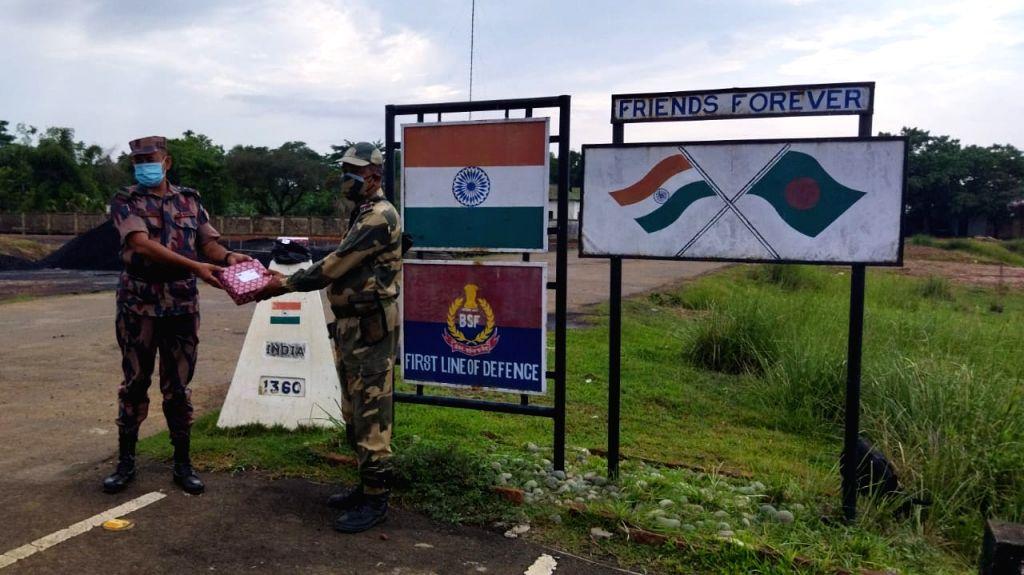 BSF-BGB exchange sweets along India-B???desh border on Eid-ul-Fitr