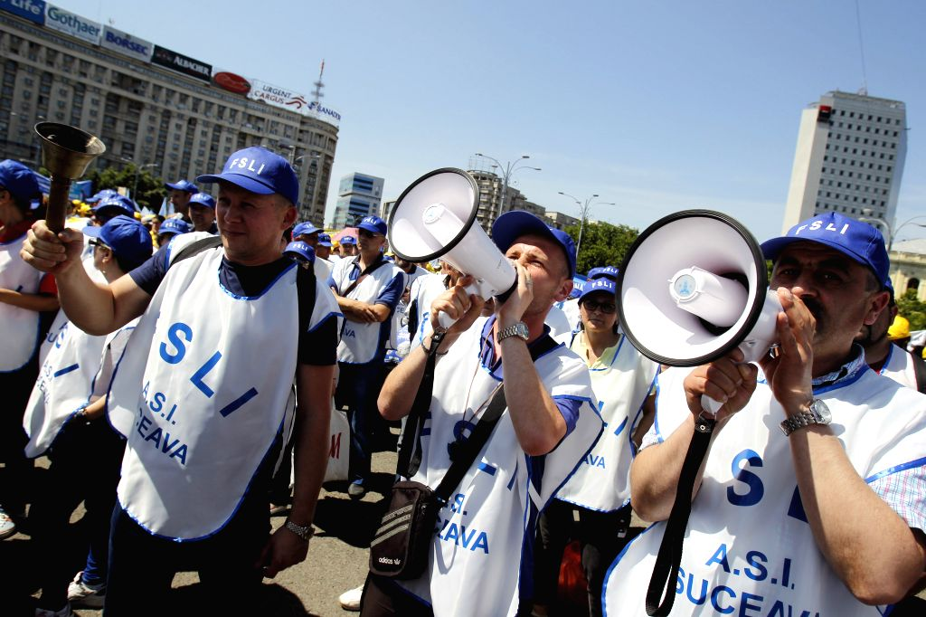 BUCHAREST, June 1, 2016 - Romanian teachers protest in front of Victoria palace, in Bucharest, Romania, June 1, 2016. About 10,000 teachers marched on Wednesday demanding higher wages.