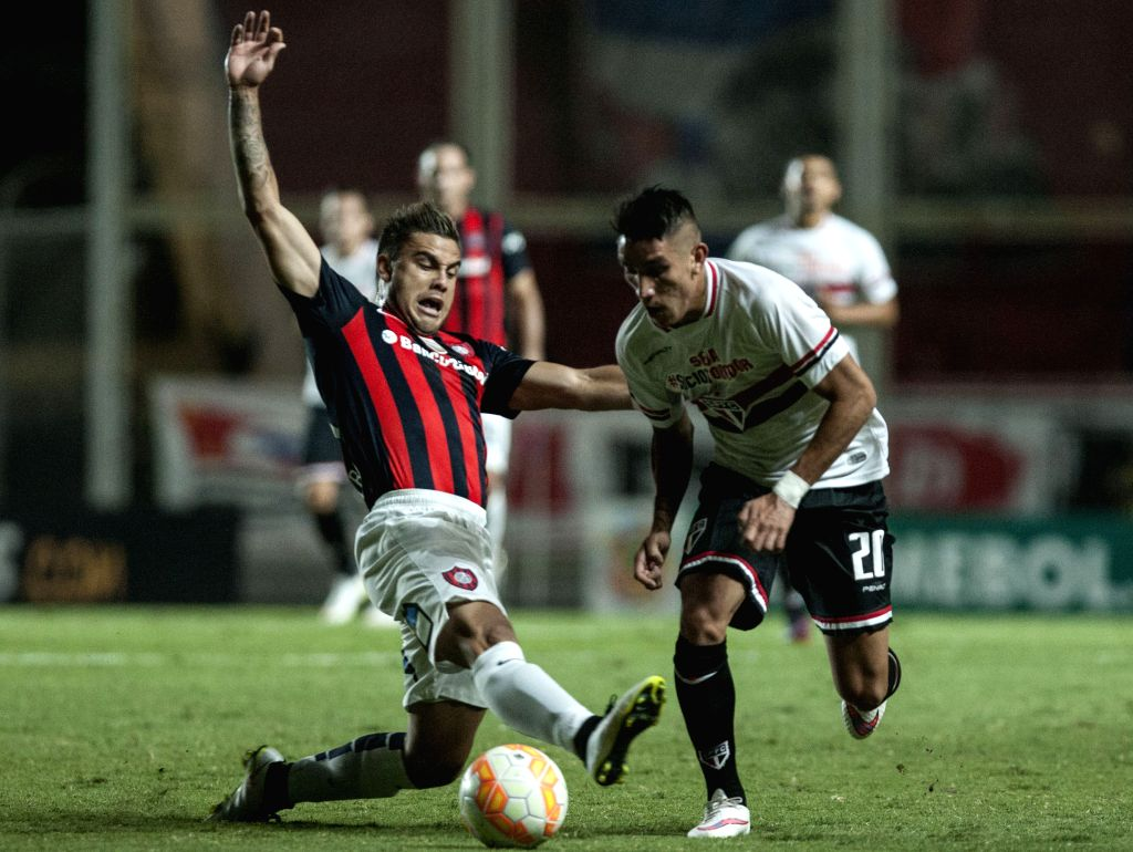 San Lorenzo's Hector Villalba (L) vies for the ball with Sao Paulo's Ricardo Centurion during the Group 2 match of the 2015 Libertadores Cup held at Pedro ...