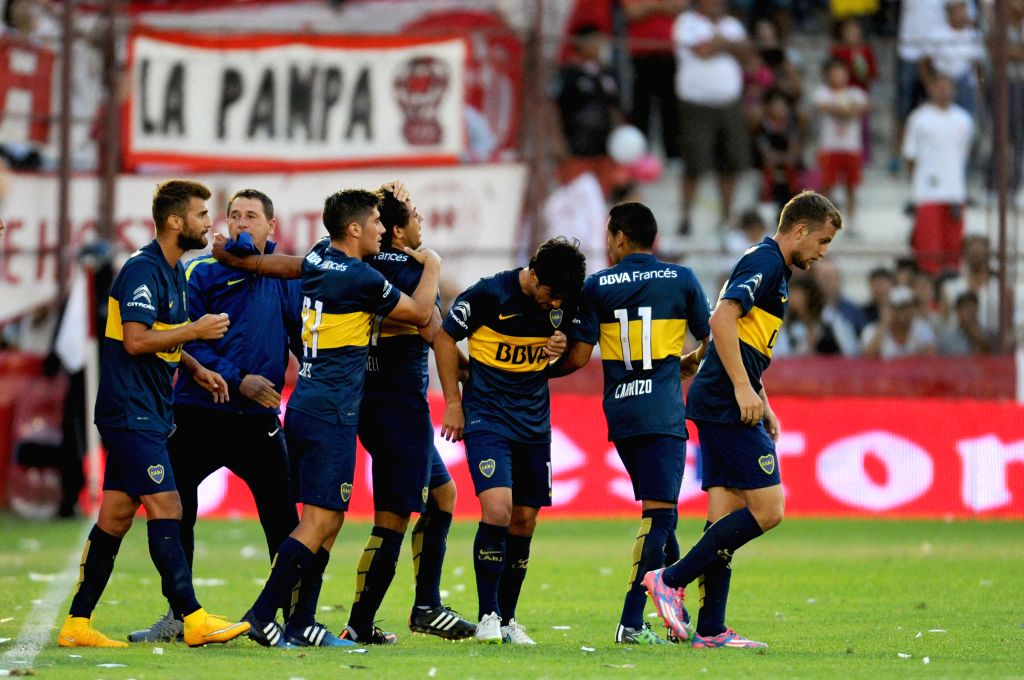 Boca Juniors' Cesar Meli (4th L) celebrates with his teammates after scoring during a match of the Argentinean Soccer against Huracan, held in the Tomas Adolfo ...